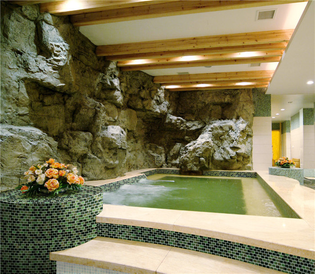 Luxury green pool designs.jpg